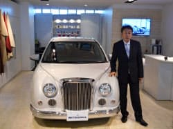 近代風の要素を取り入れた特別車を発表する光岡章夫社長(東京都港区)