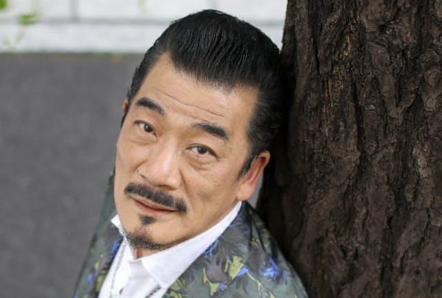 1946年京都府生まれ。73年に「ダウン・タウン・ブギウギ・バンド」結成。妻の阿木燿子さんとのコンビで山口百恵さんらに多くの楽曲を提供。7月15日、東京・有楽町の東京国際フォーラムで「宇崎竜童 ロックンロールハート2017」を開く。矢後衛撮影