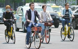 拡大するシェア自転車。「どこでも乗り捨てられる」「盗まれる心配がない」「健康にも大気汚染解消にもいい」といった理由で人気を集め、通勤や通学など様々な用途で利用される