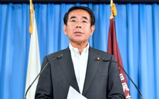 記者会見する自民党の下村幹事長代行(29日午前、自民党本部)