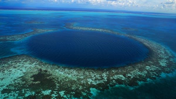 カリブ海にぽっかり「青い穴」 中米ベリーズ神秘の旅