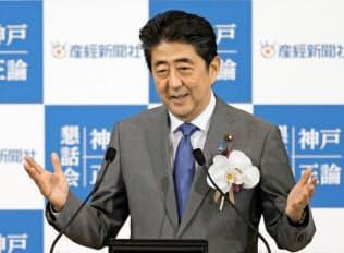 神戸市で講演する安倍首相=6月24日午後