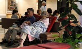 公民館に避難した住民ら(5日、福岡県添田町)
