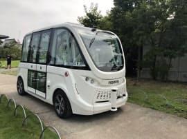 SBドライブ(東京・港)などが自動運転バス調査委員会はドライバーが運転に関与しない完全自動運転の実験を公開した