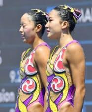 デュエット・フリールーティン決勝の演技後、得点がメダルに届かず悔しそうな表情の乾(左)、中牧組(20日、ブダペスト)=共同