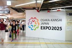 阪神電鉄は梅田駅の工事仮囲いにロゴマークを掲示