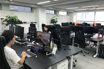 業務支援ツール開発のスタディスト(東京都千代田区)では代表電話にかかってきた電話は秘書代行サービスに転送される