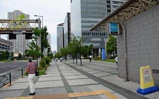 東京メトロ豊洲駅からNTTデータの本社へ向かう足はまばら(24日朝7時半ごろ)