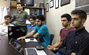 イランの代表的な進学校、アトミックエナジー高校の生徒たち。ダニッシュ・ガームチさん(右から3番目)はイランの高校生代表として昨年のロボカップに出場
