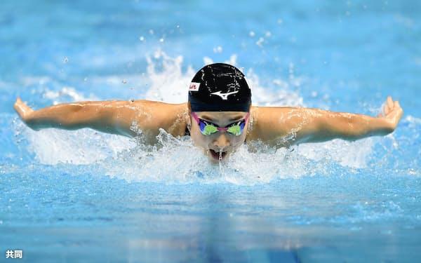 女子100メートルバタフライ決勝 力泳する池江璃花子(24日、ブダペスト)=共同