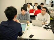 大阪市の育成事業の面談会に集まった経営者や投資関係者ら(7月)