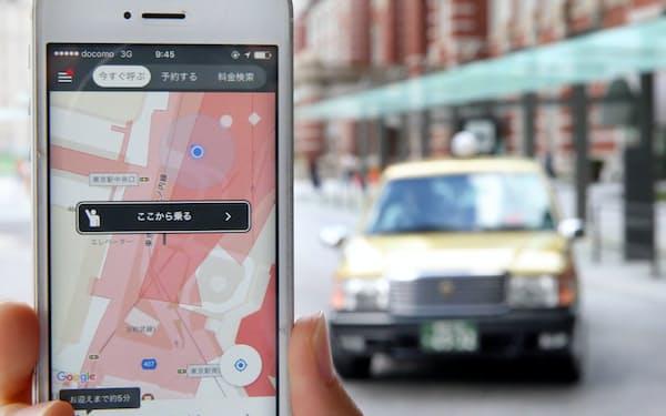 乗車前に料金がわかる配車アプリの実証実験(7日午前、東京都千代田区)