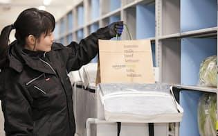 アマゾンは日本で生鮮食品の宅配に乗り出す(川崎市の物流拠点)
