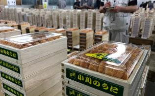 東京・築地市場は世界最大のウニ取引所。国内外から商品が集まる。