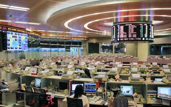 香港取引所(10月、香港)=写真 小園雅之