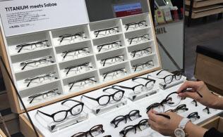 ジンズは高価格帯のめがねを拡充している(東京駅グランルーフフロント店)