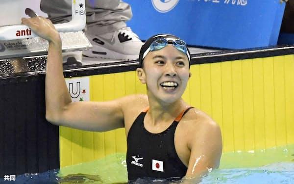 競泳女子200メートル個人メドレー決勝 2分10秒03の大会新で優勝し、笑顔の大橋悠依(23日、台北近郊)=共同