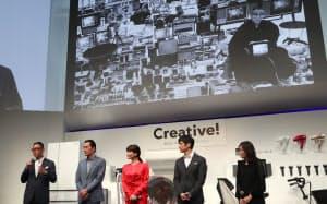 パナソニックの新製品発表会では松下幸之助氏(右上)のエピソードも紹介された=24日午後、東京都港区