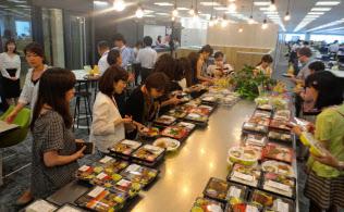 「シャショクル」のサービスを使えば、自分の職場で有名店の弁当が買える(東京都中央区)