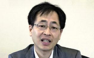 日本総研の山田主席研究員は、日本的な「就社型」の慣行が限界に達したと指摘する