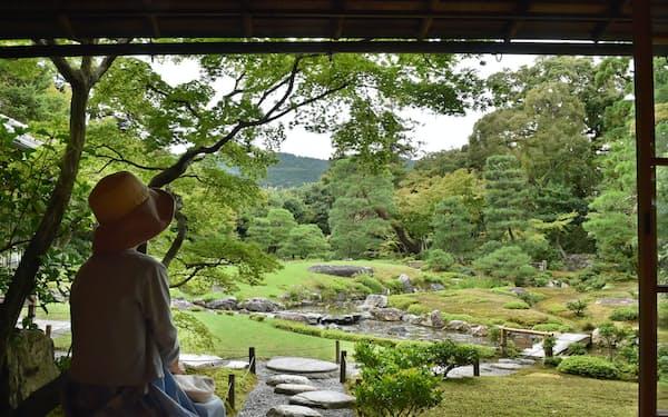 七代目小川治兵衛が山県有朋の構想に従って作庭した