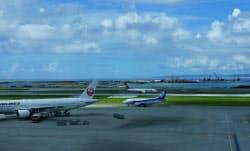 那覇空港では第2滑走路の建設工事が進む(那覇市)