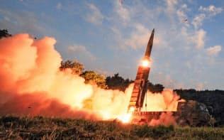 4日、韓国軍は日本海に向けミサイル発射訓練を実施=ロイター