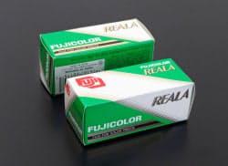 富士フイルムのネガフィルム「フジカラーREALA」(国立科学博物館提供)=共同