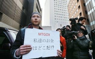 マウントゴックスが取引停止となり、抗議するビットコインの利用者(2014年2月26日、東京・渋谷)