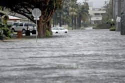 ハリケーンの到達で冠水した道路(10日、米フロリダ州)=AP