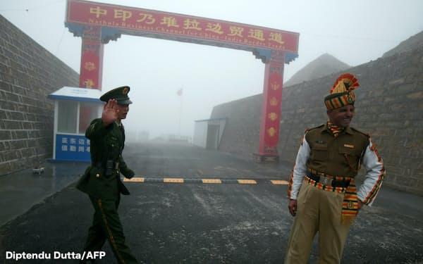 中印両軍は国境地帯で2カ月半対峙した(インド北東部シッキム州と中国・チベット自治区の境界)=Diptendu Dutta/AFP