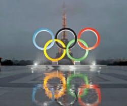 13日、パリでは2024年の五輪開催を祝うイベントが開かれた=ロイター