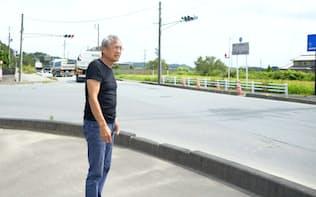 原発事故発生時の避難道路に不安を抱く高原さん(9月、福島県楢葉町)