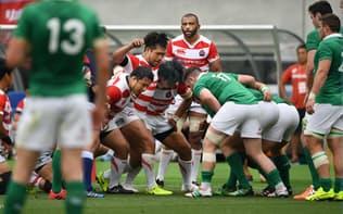 日本はアイルランドに連敗し、フィジカル面の不足を痛感した(17年6月、中央がリーチ)