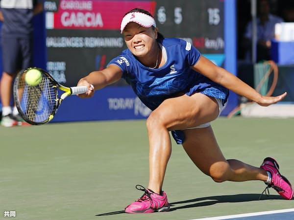 シングルス2回戦でキャロリン・ガルシアに敗れた奈良くるみ(21日、有明テニスの森公園)=共同