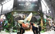 カプコンの「モンスターハンター:ワールド」のブース(21日、千葉市美浜区の幕張メッセ)