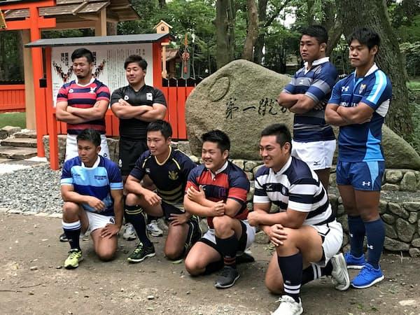 下鴨神社に全8チームの主将らが集い、健闘を誓った(11日)