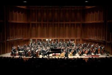 9月の定期演奏会には元団員も多く参加した=兵庫県立芸術文化センター提供、飯島 隆撮影