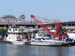 中之島近くの川べりに今年「海の駅」が誕生した(大阪市福島区)