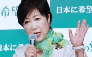 「希望の党」設立の記者会見をする小池代表(27日、東京都新宿区)