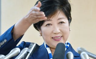 記者会見する希望の党の小池代表(29日、都庁)=伊藤航撮影