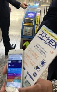 スマートEXはトイカなど交通系ICカードを使って、チケットレスで乗車できる(30日)