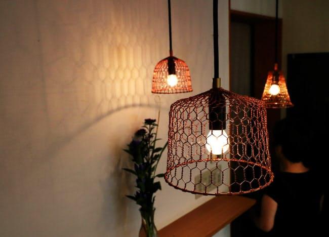京金網の技法で作られたランプシェード