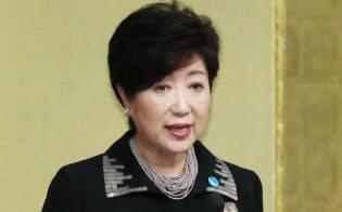 東京都名誉都民顕彰式で式辞を述べる小池都知事(2日午前、都庁)