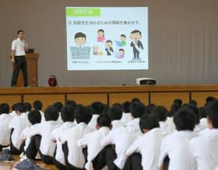 選挙管理委員会などが実施した出前授業(兵庫県西脇市の県立西脇工業高校)