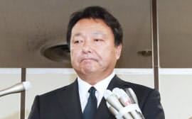 判決後、記者の質問に答える電通の山本敏博社長(6日午後、東京・霞が関)