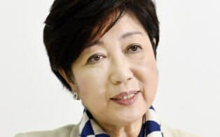 インタビューに答える希望の党の小池百合子代表(6日午後、東京都新宿区)