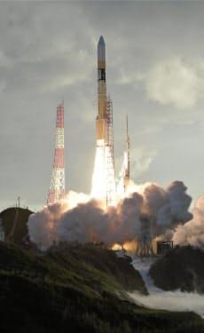 みちびき4号機を載せ、打ち上げられるH2Aロケット36号機=10日午前7時1分、鹿児島県の種子島宇宙センター=共同