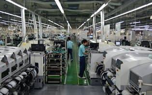 EMSの生産ラインは高稼働が続く(埼玉県本庄市)