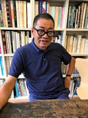 うめばら・まこと 1950年高知市生まれ。大阪経済大学卒業後、高知県のテレビ番組などの制作会社に勤務。29歳で退職しアメリカ大陸を横断。80年に梅原デザイン事務所設立。武蔵野美術大学・客員教授。